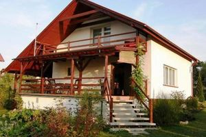 Dom nad jeziorem Dolskim