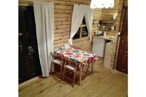 Drewniany domek w Lubkowie koło Dębek