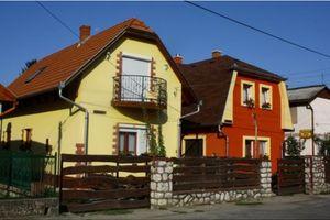 Domki przy kąpielisku termalnym na Węgrzech